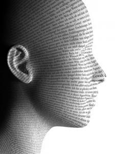 Kopf mit Fließtext überzogen